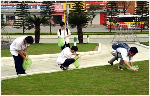 Tuổi trẻ Chuyên Hạ Long chung tay bảo vệ môi trường.